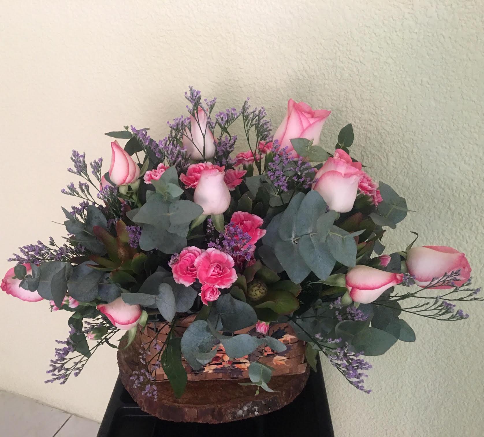 Canasta con 1 Docena de Rosas Image