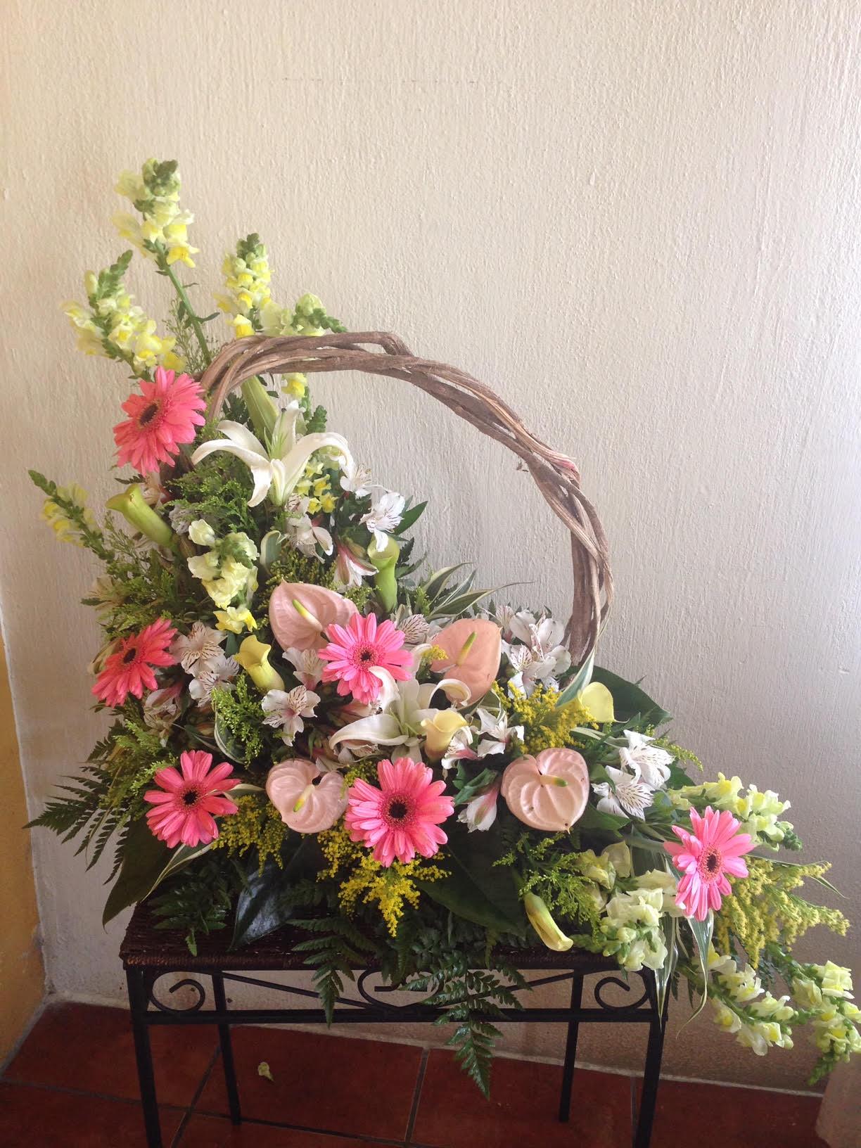 035 Canasta de Flores Variadas Image