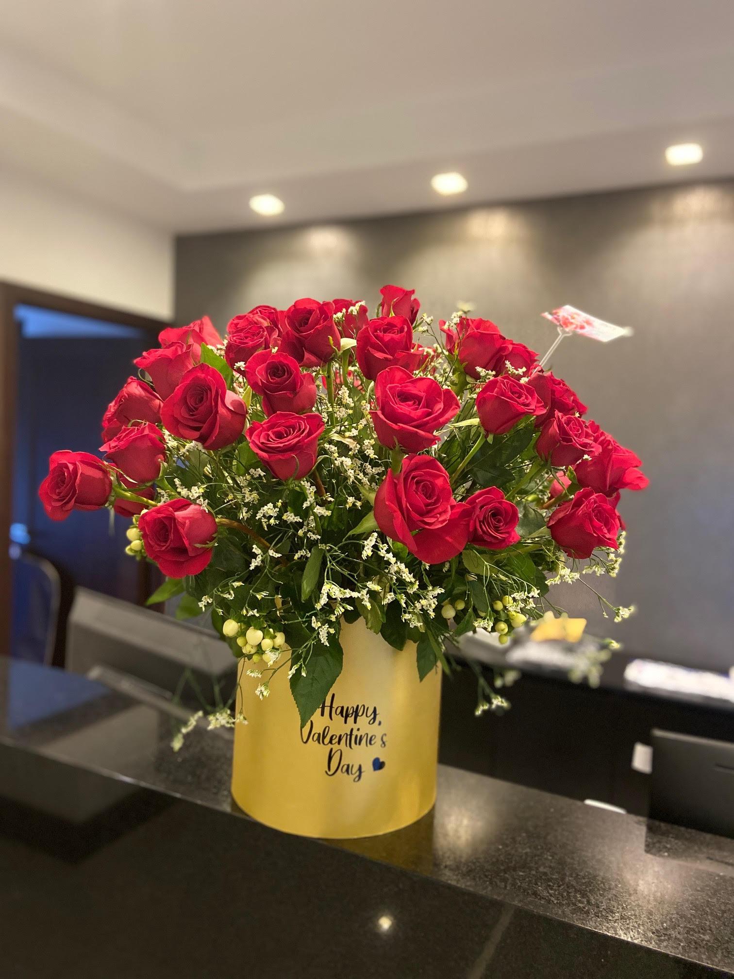 025 Caja con 5 docenas de rosas Image